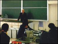 ▲東野中学校で職業についての講演風景。